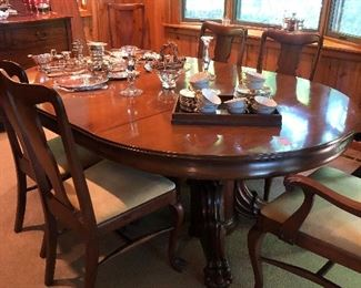 Beautiful Horner Mahogany  Dining Room Table with six Chairs and one leaf