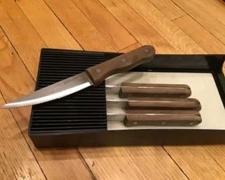 Cuisinart set of 4 steak knives and safety tray $20