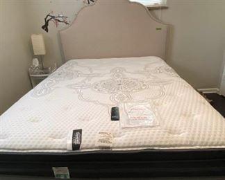 004 Queen Beautyrest Adjustable Bed