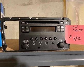 LOT 2039 - $48.00 HU-650 Auto Radio