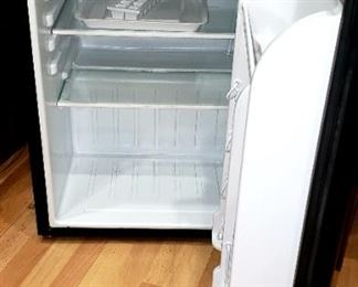 Magic Chef mini Refrigerator Like New $80.00    For Appointment Please Call (760)662-7662  or Email tanya@crowncityestatesalebytanya.com
