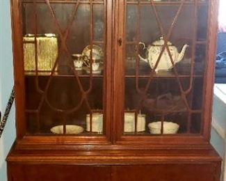 China cabinet $80.00 For Appointment Please Call (760)662-7662  or Email tanya@crowncityestatesalebytanya.com
