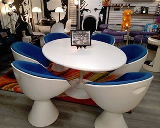 Spectacular 1966 Burk set. 6 swivel chairs and table.