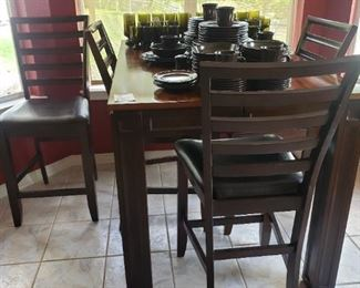 Pup Style Dining Table with 4 Chairs