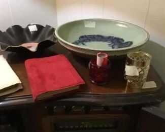 Items are on top of Victrola