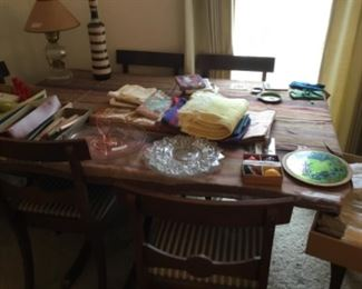 Living a Room - Dining room table + 6 chairs