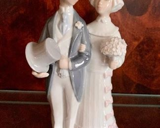 """$30 Lladro Bride and Groom $4808 Cake Topper ;7 3/4"""" H"""