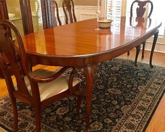 "Thomasville Queen Anne Dining Table with 8 chairs (2 arm chairs + 6 side chairs), and also -2- 20"" leaves, for a total possible table length of 108"" !!!"