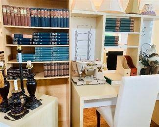 Desk/workstation & bookshelf