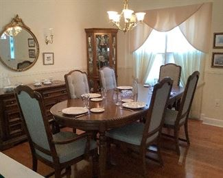 United Furniture Table Chairs