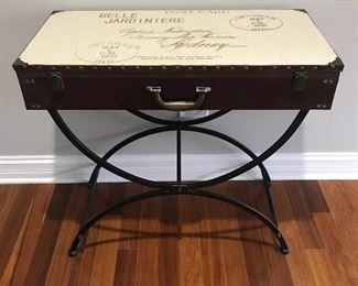 Accent table w/ storage