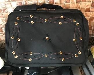 Insulated food carrying tote