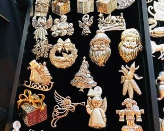 HOLIDAY PINS & PENDANTS