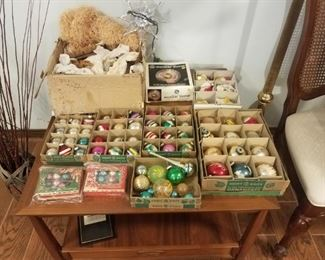 Nice collection of vintage Christmas ornaments.