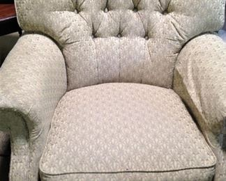 Comfortable chair with tufted back