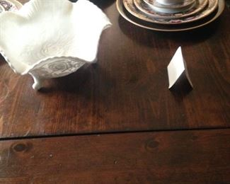 Ends extend for lengthening the table