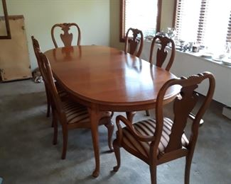 """Queen Ann style Dining Table and Chairs.  The table is pictured with one 20"""" leaf  in place"""
