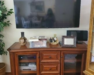 Unit for under TV (this Tv is not available)