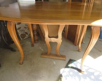 Drop Leaf Maple Dining Table with 3 Leafs