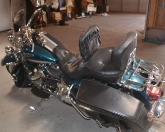 2004 Harley Davidson ROAD KING CLASSIC 1450 Motor Twin Cam 88 Fuel Injected  approx. 20k Miles VIN 1HD1FRW304Y718257    $6250.00!