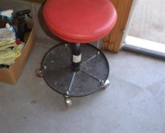 ADJUSTABLE SHOP STOOL (2 AVAILABLE 1 NEW IN BOX)