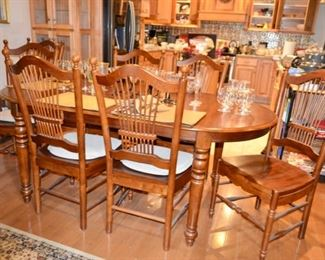 beautiful Dining room table with a leaf, 6 chairs and a spare ; )