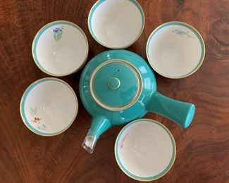 """Alternate view - Fine porcelain teapot and cups.  MEASUREMENTS:  Teapot - 7"""" wide from handle.   Cups 2 1/4""""H x 3 1/2""""D.  PRICE: $35"""