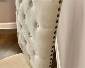Detail: End upholstered tufted dining chair