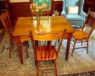 Antique ash Victorian table and four pressed back chairs. Also the approx. 9 by 12 wool rug.