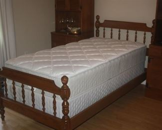 MAPLE 4 POSTER TWIN BED