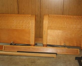 NICE TWIN BED ~ HEAD N FOOT BOARD + RAILS