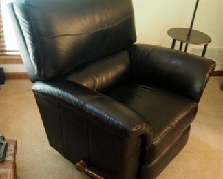 "Lay-Z-Boy Contemporary Leather Recliner, 38"" x 39.5"" x 38"""