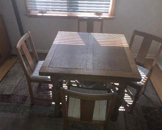 FANTASTIC ANTIQUE GOLDEN TIGER OAK  DINNING TABLE WITH PULL OUT LEAFS, 4 CHAIRS 35% OFF
