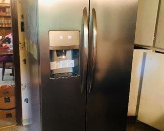 Frigidaire gallery stainless like new refrigerator/freezer  Sold