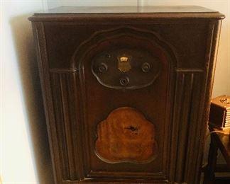 Vintage radio Sold