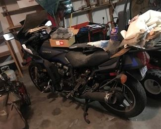 Honda V65 Sabre Motorcycle - Title available - needs repairs / WILL NOT start - this is a project !! $ 500.00