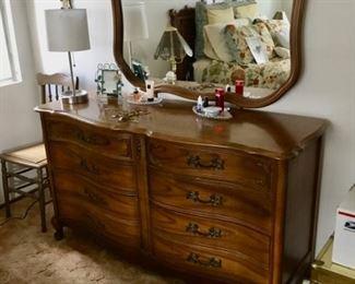 Dresser Nice $110