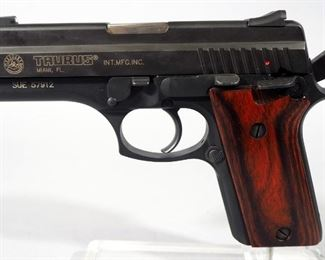 Taurus PT 940 .40 Cal Pistol SN# SUE 57912, With 4 Total Mags