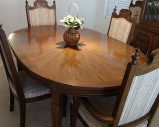 DINING TABLE AND CHAIRS WITH EXTENSION AND PADS