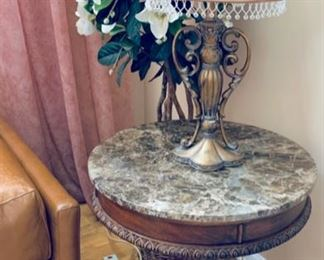 Side table w/lamp.