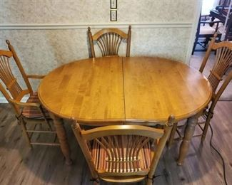 Bois Kennebec Itee 1998 Dining Room Table with Leaf and 4 Chairs