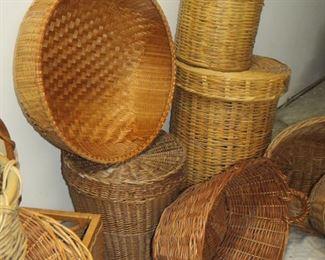 13 wicker baskets PIC 2