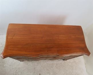"""Ethan Allen """"Legacy""""  carved french serpentine 3 drawer dresser / chest. PIC 4"""