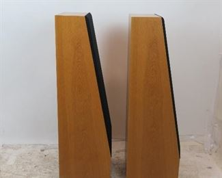 ITEM-301- high quality Pair of Thiel CS 2  oak floor loudspeakers. PIC 3