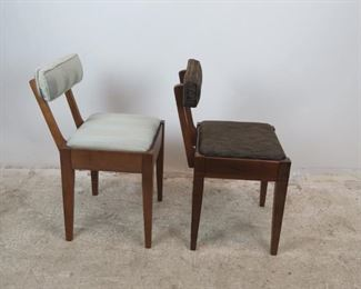 ITEM 370-- 2 MCM sewing chairs with storage seat. 1 Singer label. PIC 4