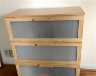 3 drawer dresser 1 of 2