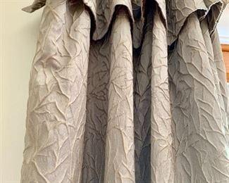 Detail draperies