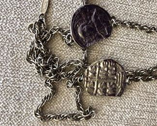 Detail coin shaped necklace
