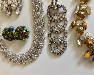 Detail rhinestone jewelry