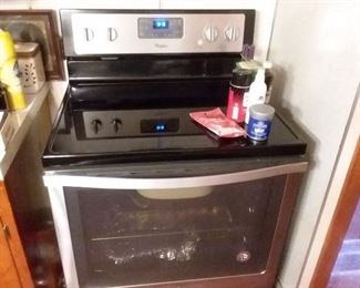 Like new whirlpool electric stove!